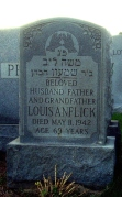 Louis's gravestone bears the Kohen hand symbol.